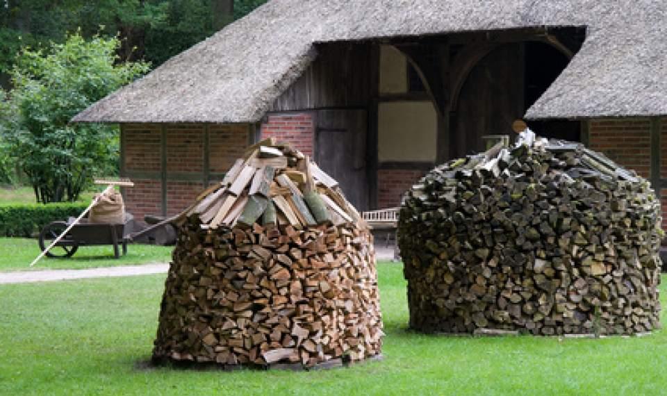 brennholz stapeln ratgeber zum stapeln von brennholz. Black Bedroom Furniture Sets. Home Design Ideas
